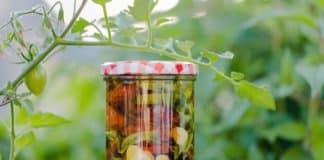In Einmachglas eingelegtes Gemüse