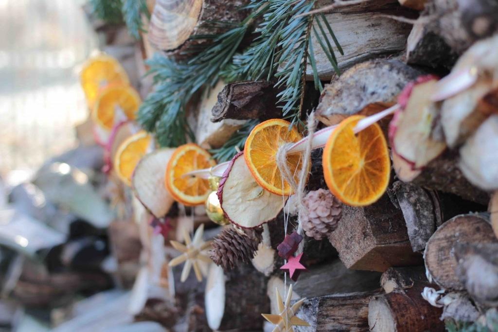 Weihnachtsgirlande aus getrockneten fr chten basteln - Weihnachtsgirlande basteln ...
